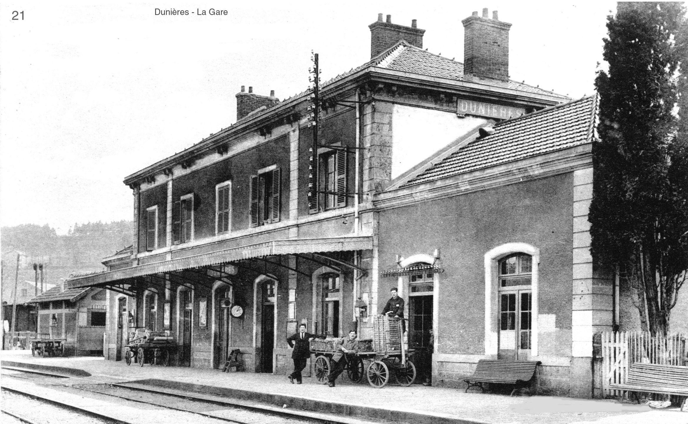 Ancienne gare de Dunières Gîte de la voie verte